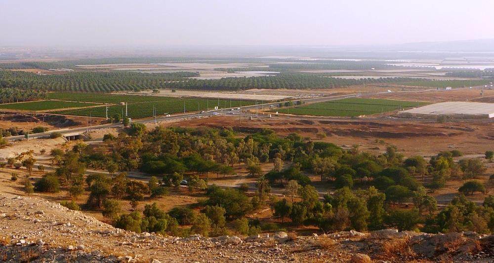 Вид на Иорданскую долину с памятника