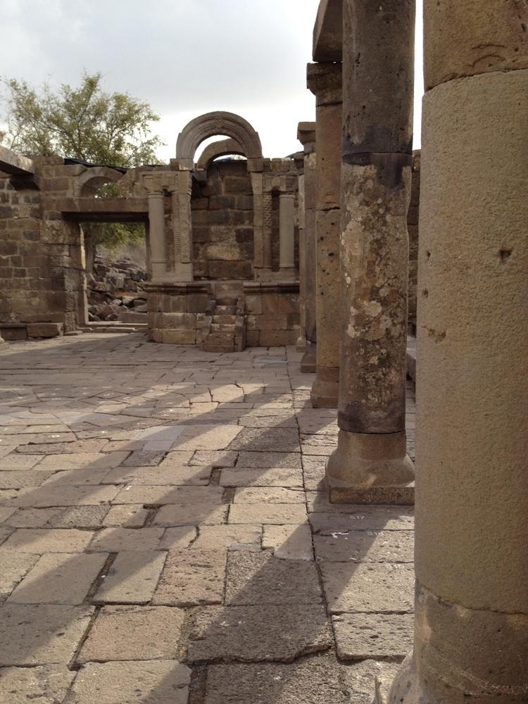 В отличие от христианских общин строительство синагоги было полностью на плечах еврейской общины