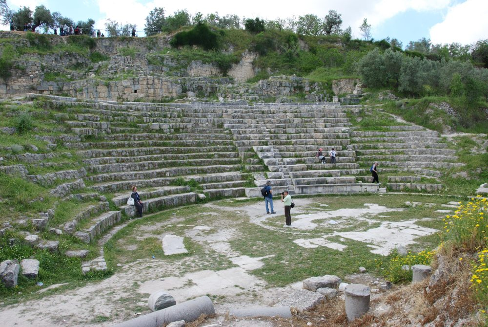 Римский театр Себастии - по размерам он уступает театру Кейсарии, однако по мере сохраненности на много превосходит его