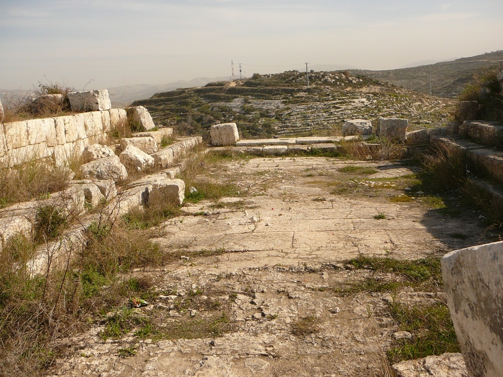 Синагога в Хирбет Самара - вид на восток
