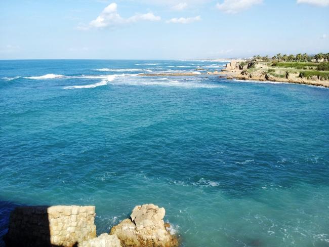В древности здесь располагалась центральная часть порта Кейсарии