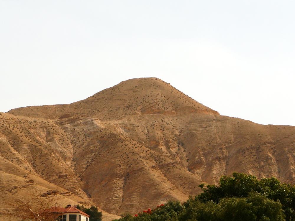 Там же находятся и современные Израильские укрепления