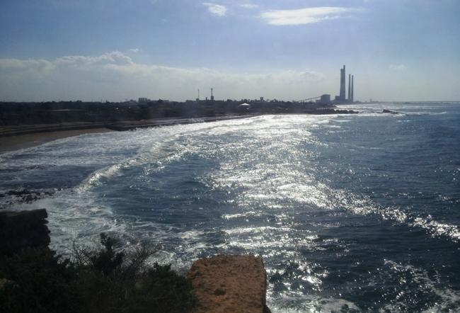 Кейсария - древнии руины и море