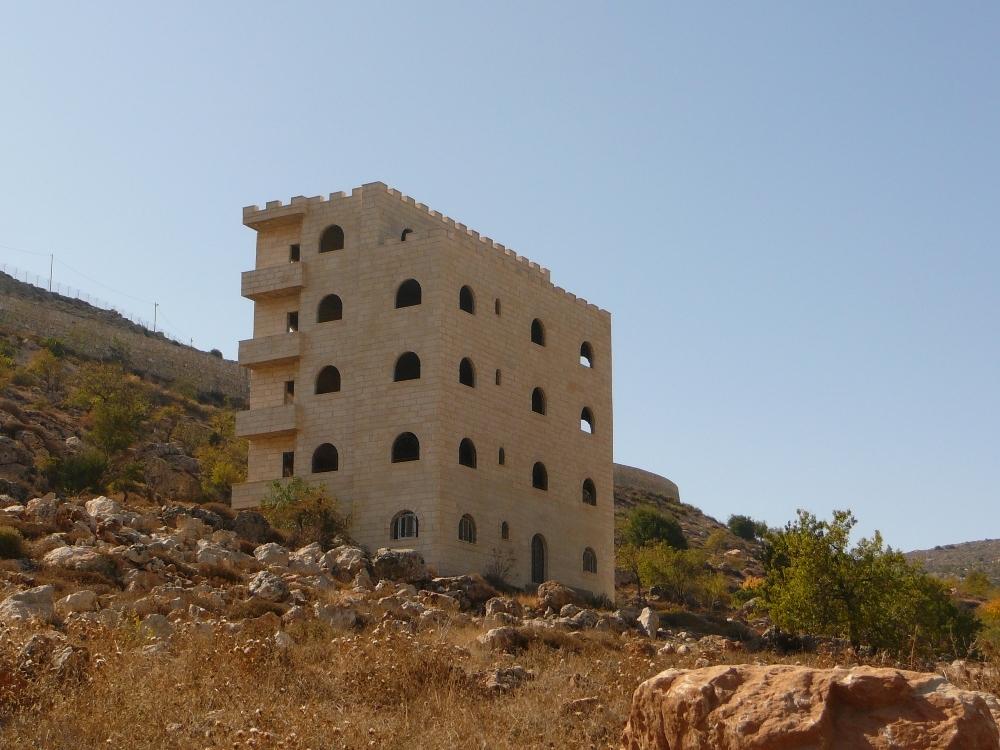 Наши власти разрушают только еврейские дома - а арабы строят