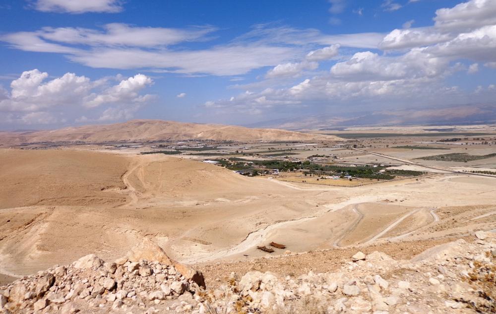 В Иорданской долине, у подножия Сартабы