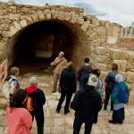 В древней Кейсарии - экскурсовод Арье Парнис