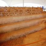 Скамьи для сидения общины в синагоге Эйн Геди