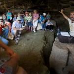 Во время экскурсии в древнем Бейт-Эле - с Танахом в руке