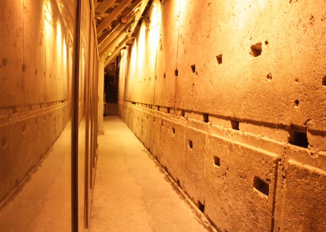Подземный проход вдоль Западной стены