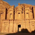 А-Дир - самый большой монумент в Петре, в Иордании