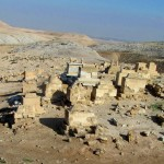 Бедуинское кладбище рядом с комплексом Неби Мусы в Иудейской пустыне