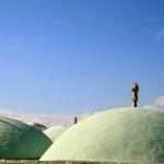 Крыши комплекса по среди пустыни