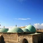 Крыши комплекса Неби Мусы по среди пустыни