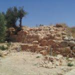 Раскопки стен древнего Хеврона - тель Ромейда