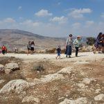 Подъем на гору Кабир, на фоне горы Эйваль