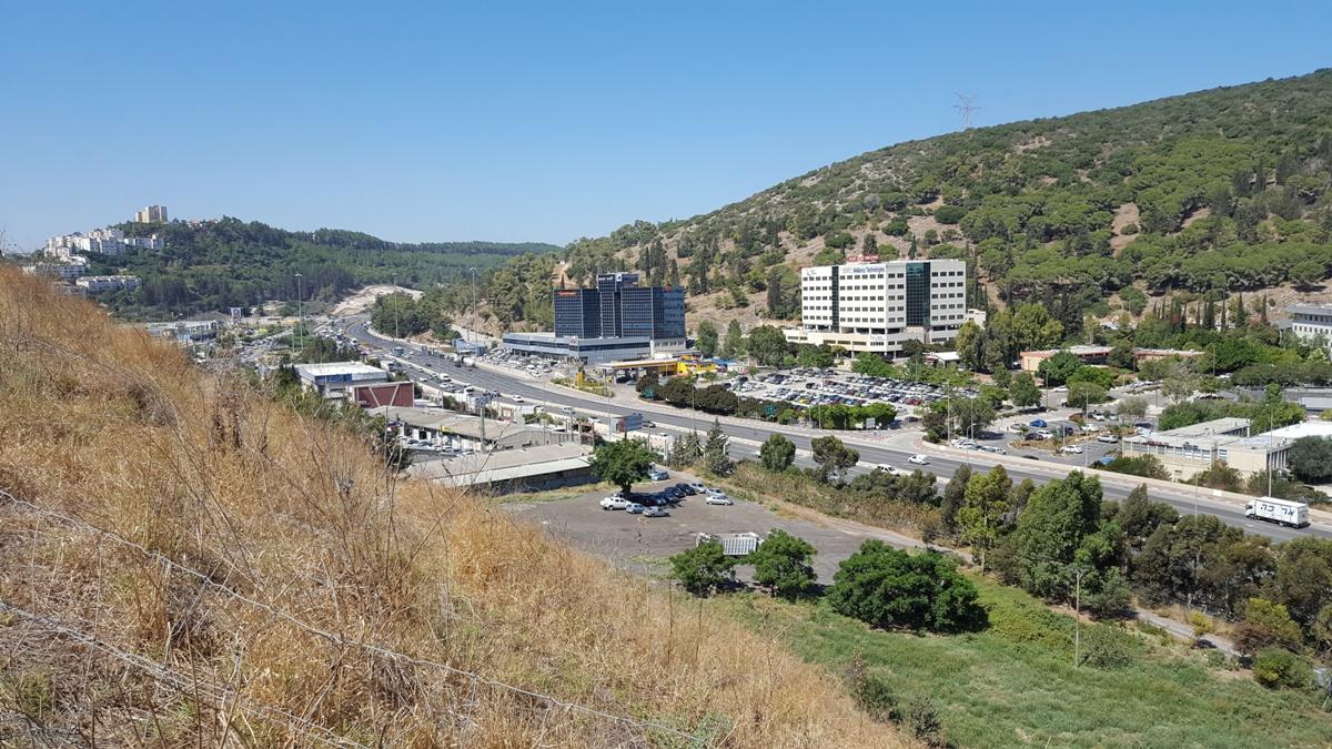 Промзона Йокнеама и центральная дорога под Йокнеамом