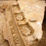 Разбитые архитектурные элементы мавзолея Ирода