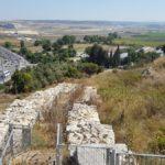 Раскопанные стены времен Первого храма на Тель Йокнеам