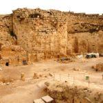 Верхний Иродион - остатки круглой башни и колонадного двора