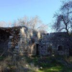 Руины арабского дома возле источника Мата