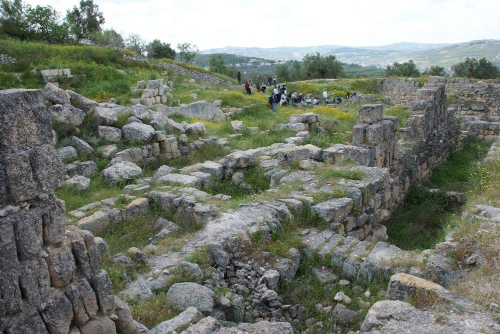 Руины дворцов Израильских царей - Омри, Ахава и Йеровама Второго
