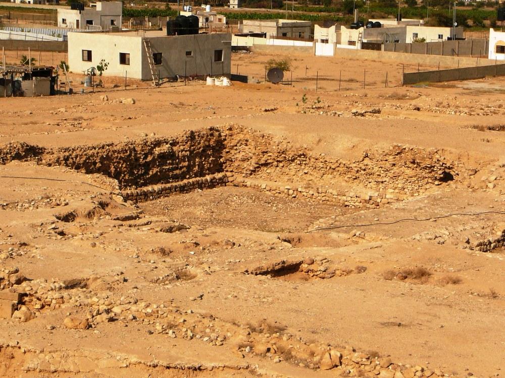 Бассейны со времен Хасмонеев служили для купания и охлаждения в этом жарком климате