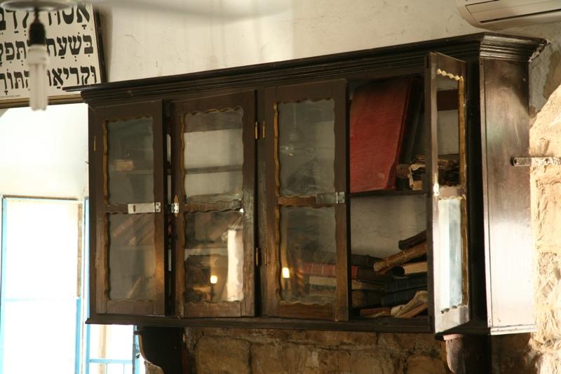 Старинные книги в синагоге Цфата