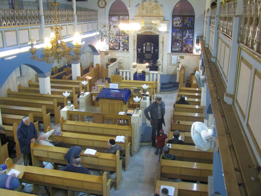 Синагога, как и все поселение, была названо в честь отца барона Ротшильда