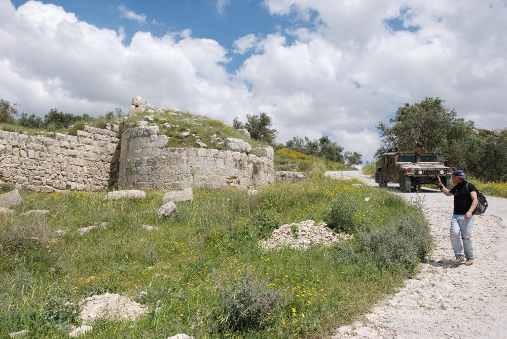 Центральные ворота Себастии - стены и башни времен Ирода на основаниях времен Первого Храма