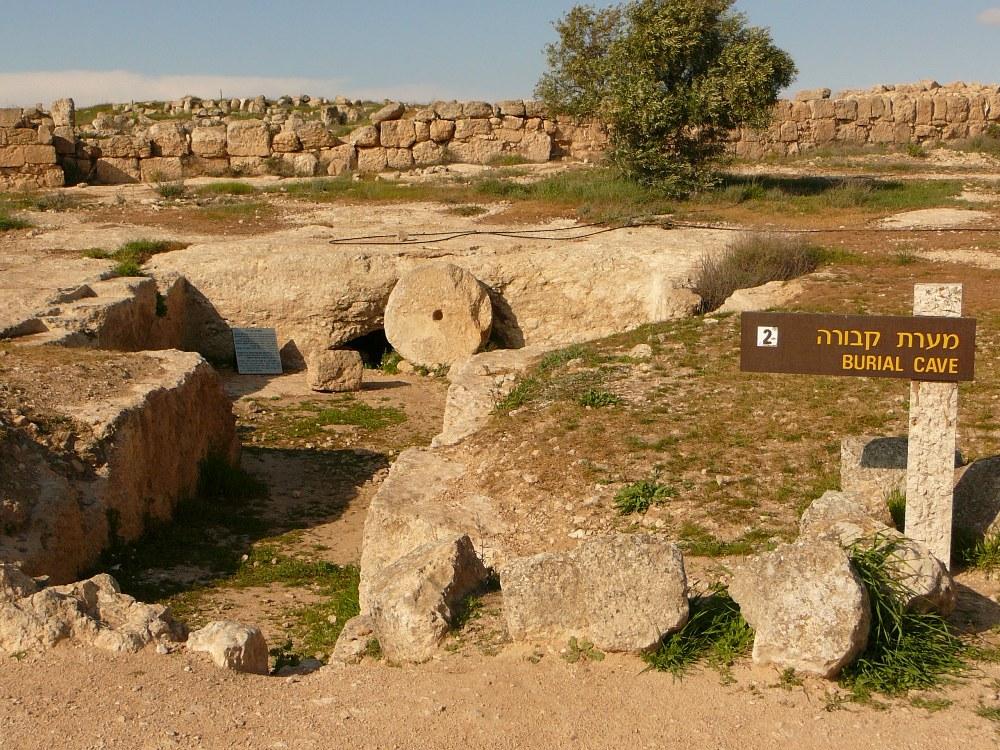 Пещера захоронения в Сусие