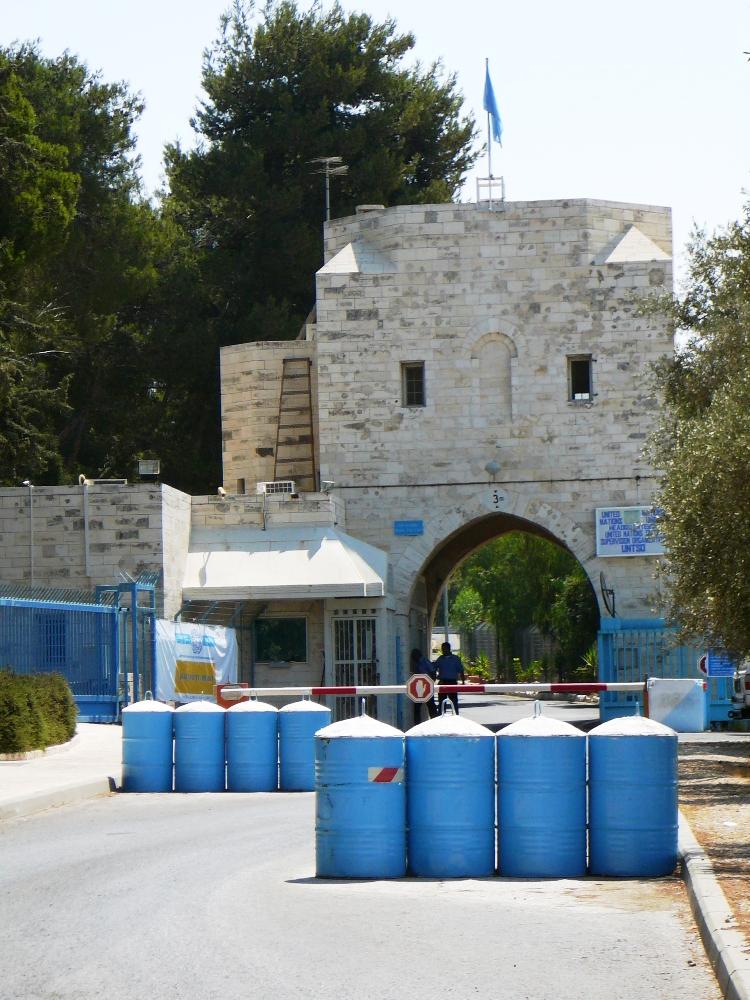 """Въезд в """"Дворец британского губернатора"""" - в современный штаб наблюдателей ООН в Израиле"""