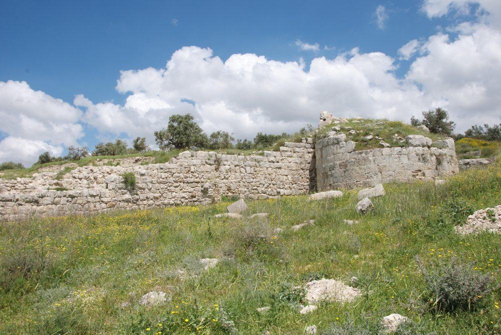 Стены Себастии - территория города с самого начала превышала 300 дунамов