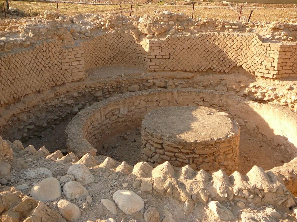 Она находится возле бани в третьем и самым величественном дворце Ирода