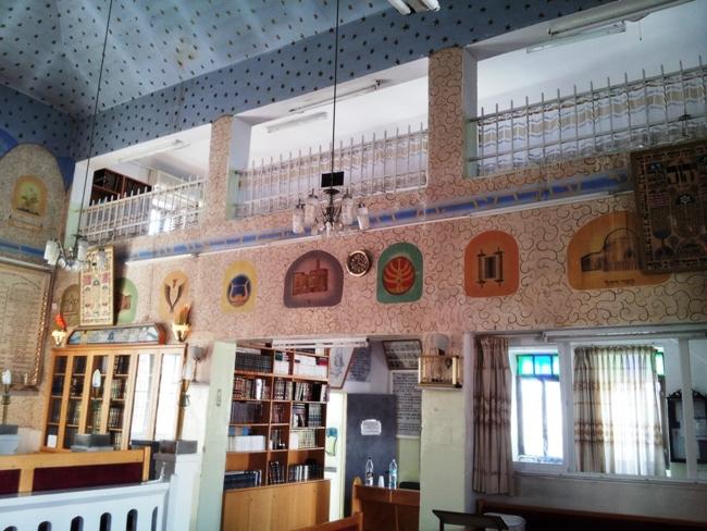 Интерьер синагоги Оэль Моше в районе Нахлаот