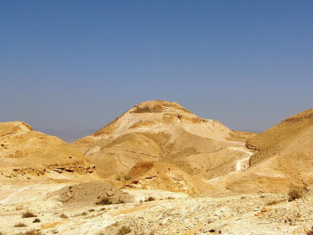 Эту гору Ирод назвал в честь своей матери Кипрус