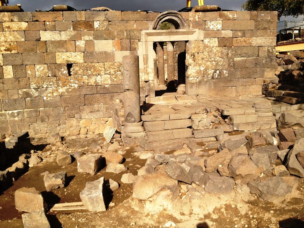 Вход в синагогу Ум эль Канатир