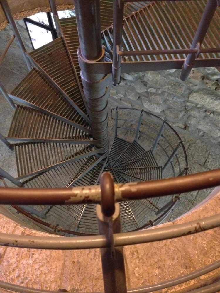 Спуск в подземные проходы древней системы водоснабжения города