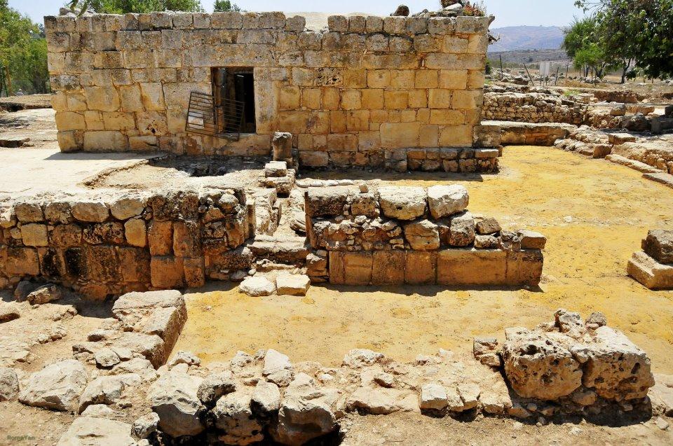 Христианские и мусульманские святыни к югу от кургана Шило