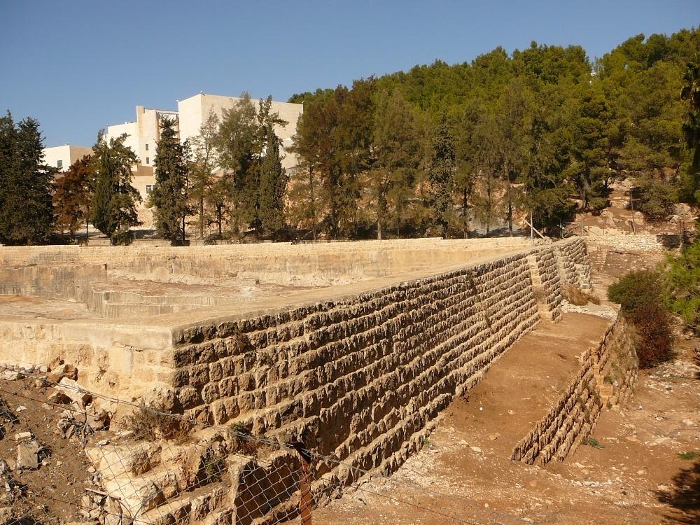 Согласно археологам, два верхних бассейна были построены Иродом для водоснажения Иерусалима