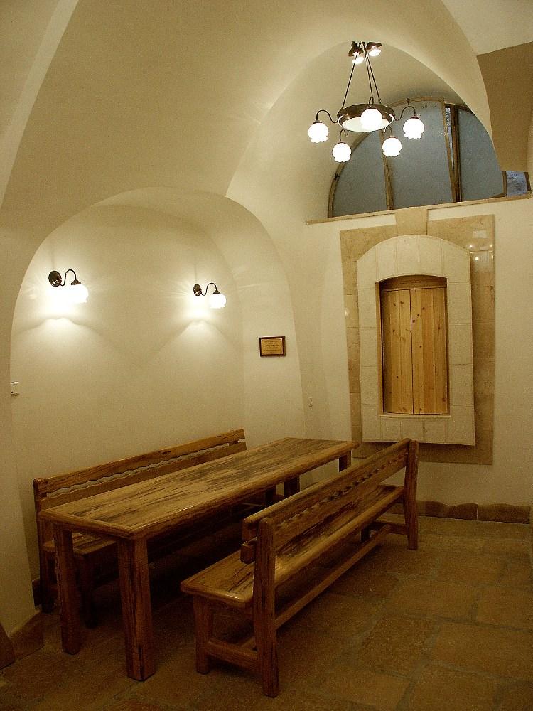 Учебный уголок в синагоге в Хевроне