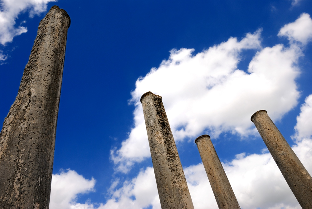 Небо Святой Земли - над римскими руинами Себастии