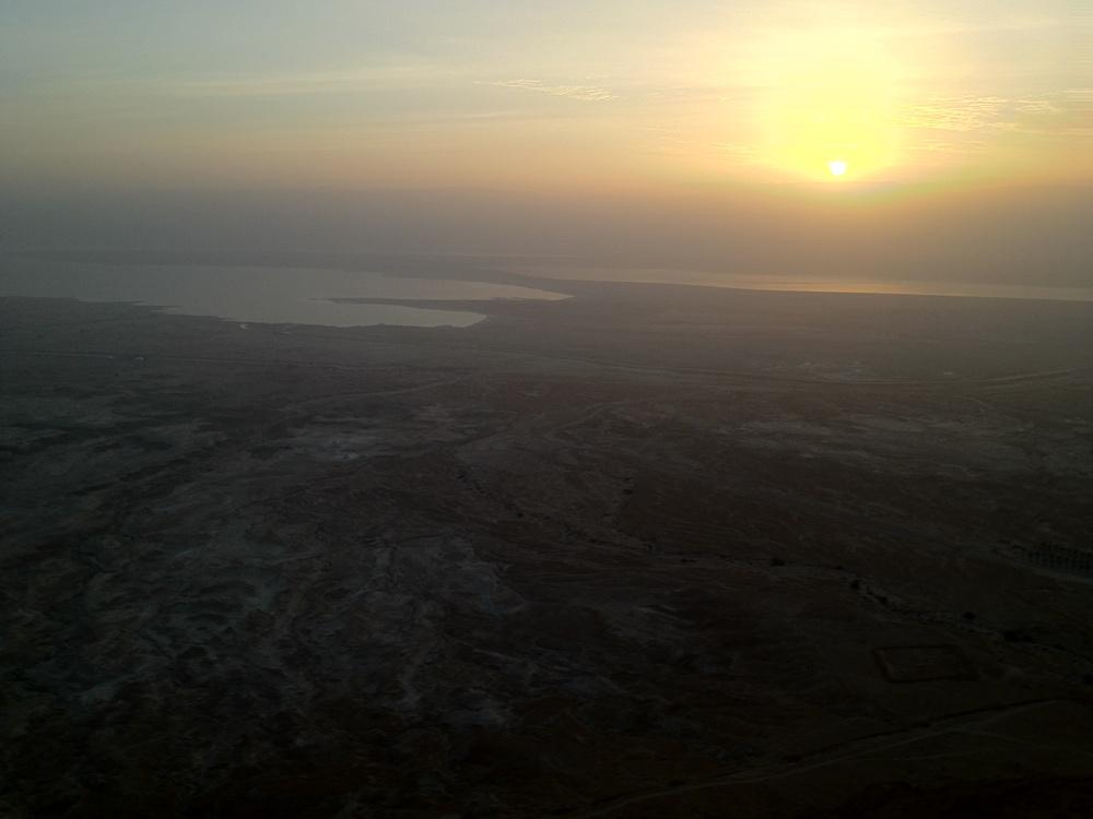 Иудейская пустыня и Мертвое море - вид с Массады