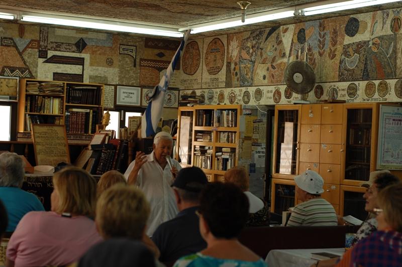 Цион Бадаш - габай и инициатор арнамента синагоги