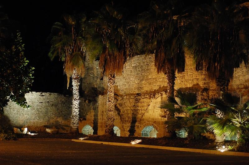 Cтена цитадели Акко ночью