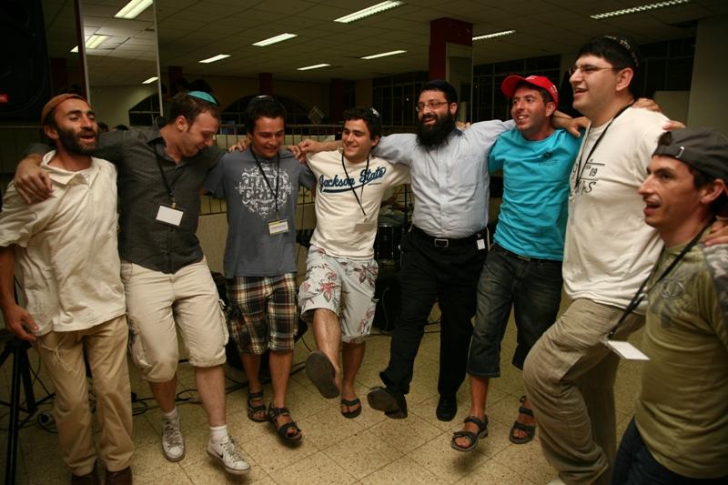Первый вечер в Израиле - мы танцуем около захоронения праотцов в Хевроне