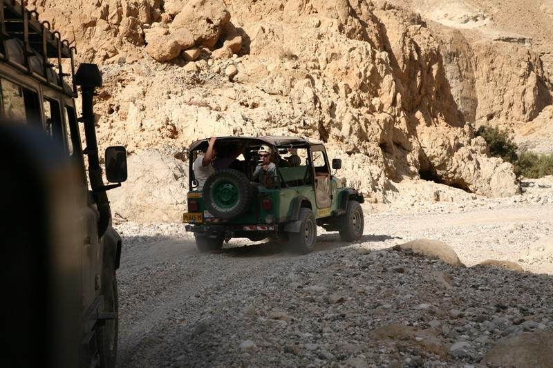 На джипах по пустыне