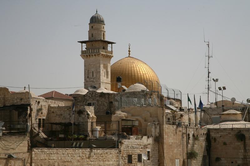 Позолченный купол покрывает Камень Основания, место приношения Ицхака и месторасположение Храма
