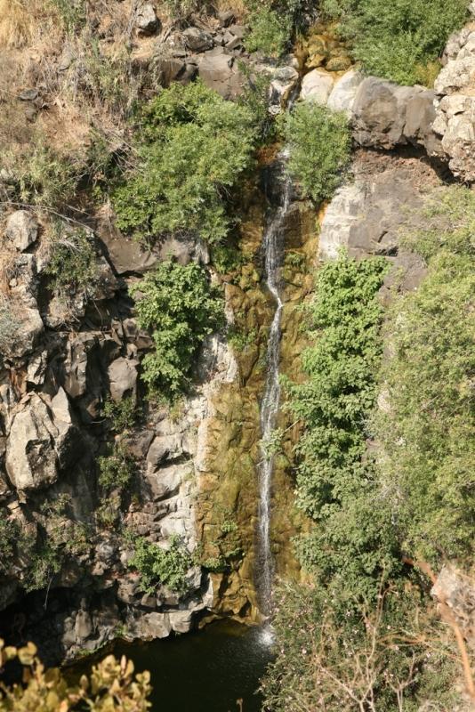Водопад Зевитан - высотой свыше 30 метров