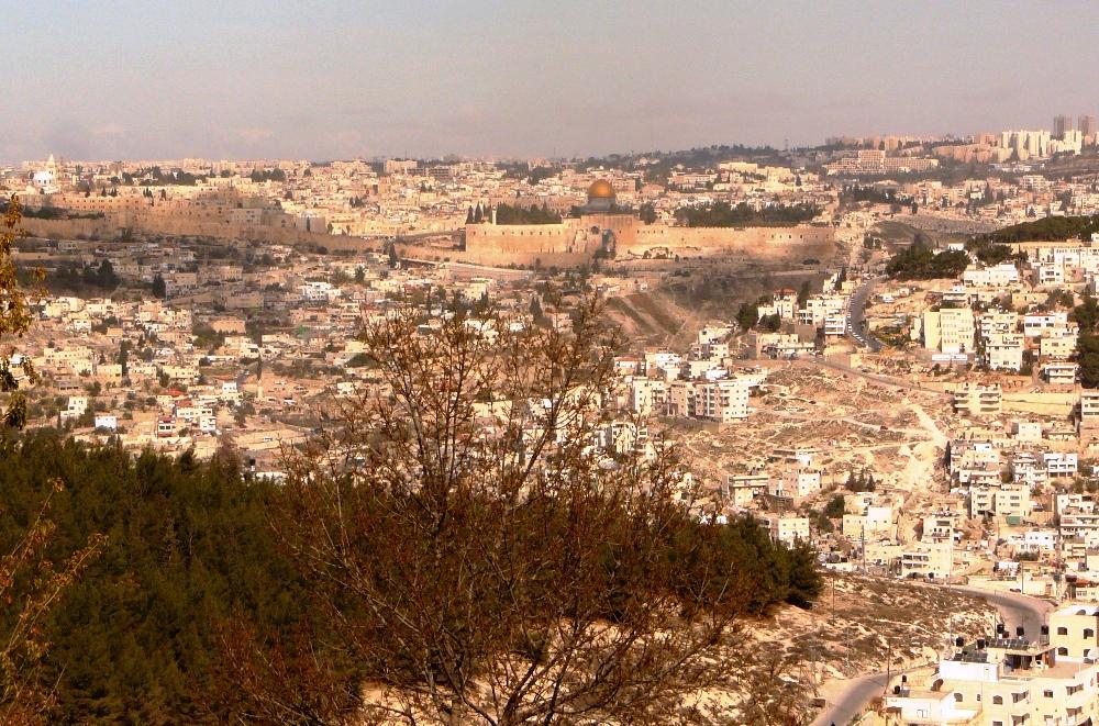 Храмовая Гора - центр мира, место приношения Авраамом Ицхака, место Первого и Второго Храма