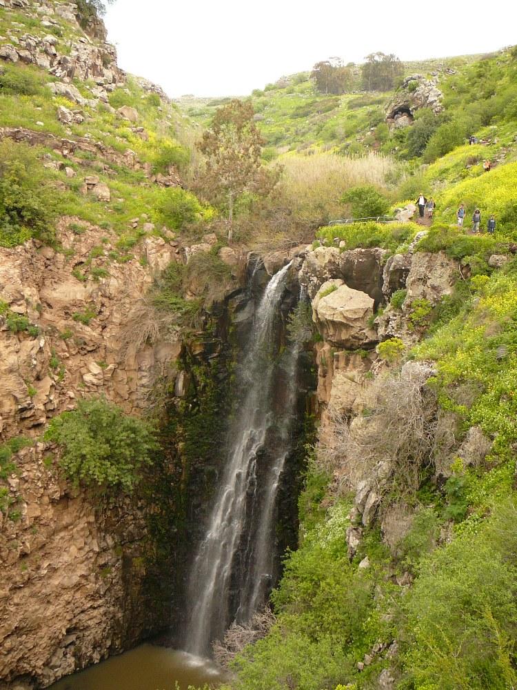 Водопад Джелабун (Гильбон) высотой 40 метров